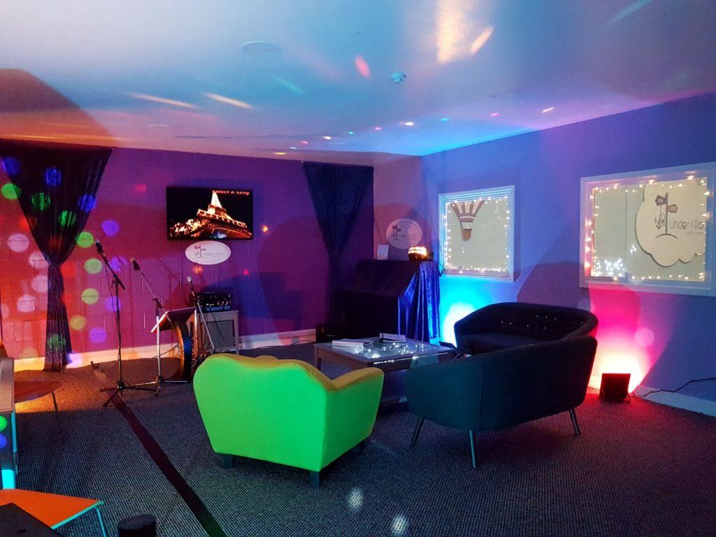 karaoke room under 1 roof